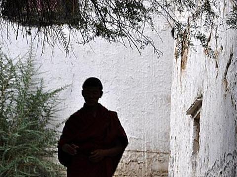 六世达赖仓央嘉措,赴京前留下绝笔诗,竟成对未来的预言