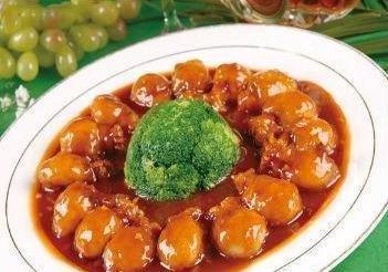 美食特选:傣香鬼鸡、干豇豆炖腊蹄、红烧牛肉面、煎酿墨鱼仔做法