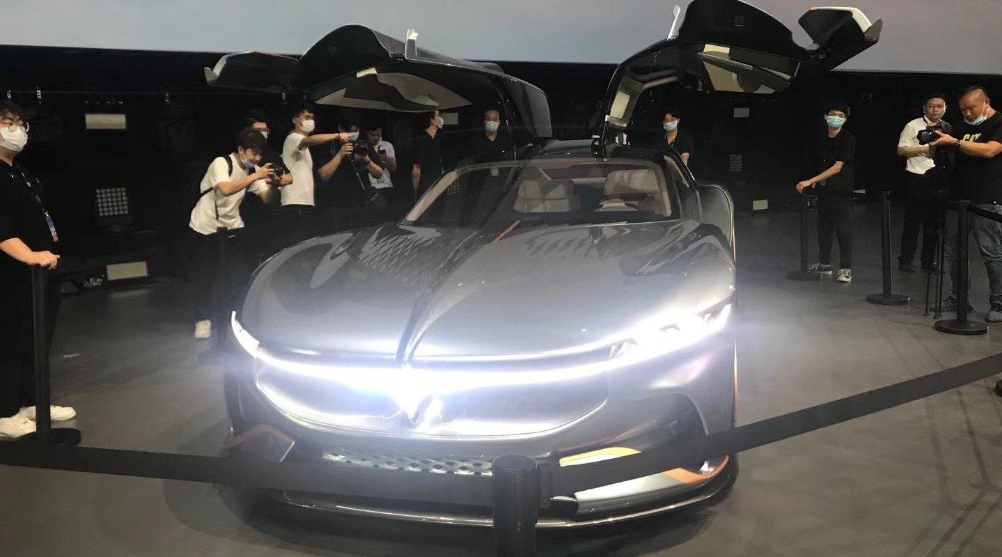 试驾评测 岚图汽车首款概念车来了,拥有Model X同款鸥翼门