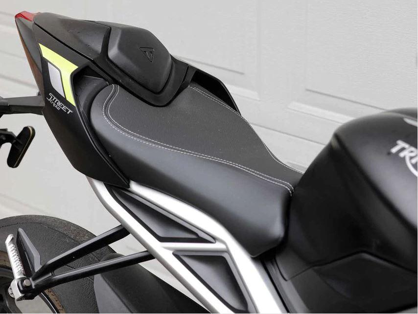 MOTO2赛车技术加身 凯旋Street Triple RS新车实拍