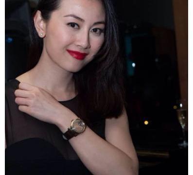 """凭借性感走红的袁嘉敏,现如今已经36岁,仍被称为""""魔鬼身材""""?"""