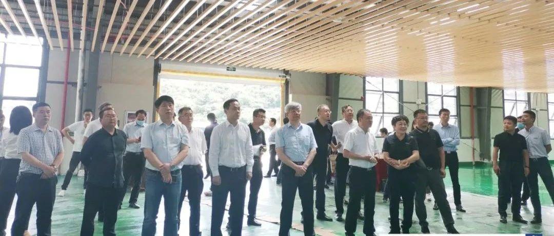 全国工商联党组副书记、副主席樊友山率优强民企到织金县调研