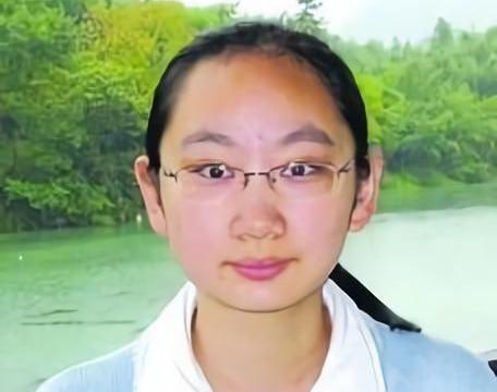 她是江苏高考状元,考中状元后拒绝清华北大,而选择了这个学校