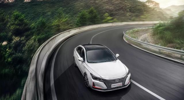 品牌、动力、价格区间都相同,选轿车还是SUV?关键在于车型级别