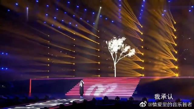 张碧晨深情演唱《年轮》现场版,她的声音蕴藏的凄美感!