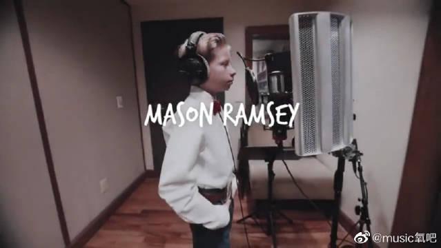 沃尔玛超市一唱成名的11岁男孩,个人单曲《Famous》……