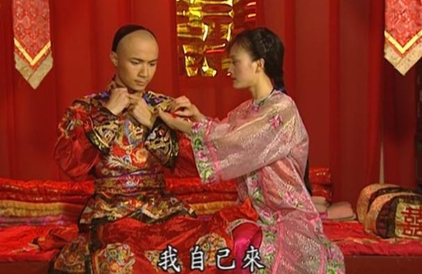 《还珠格格》小燕子晚上结婚,知画却为何是早上?