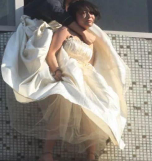 新婚当天,新娘竟穿着婚纱跳楼,背后原因是这样!