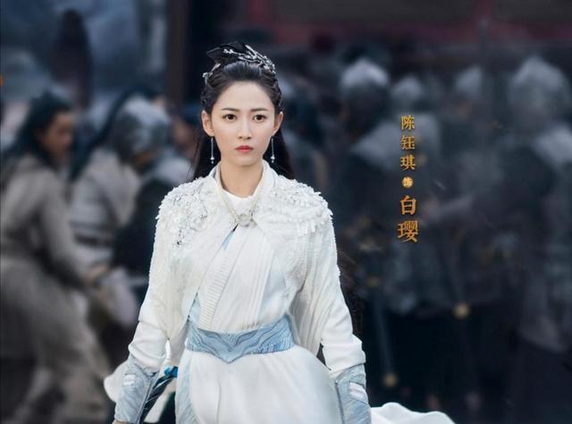李易峰新剧《镜双城》官宣剧照,陈钰琪又灵又美