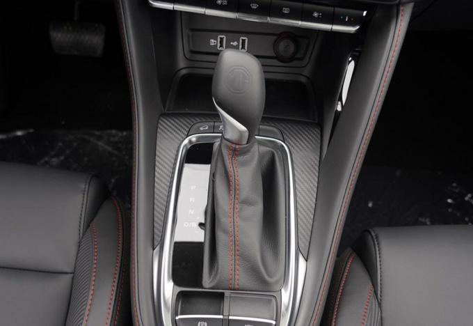 10万块超值小型SUV 江淮嘉悦X4比名爵ZS到底好在哪?