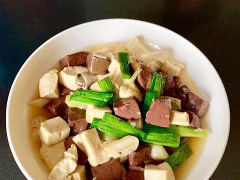 血块炒豆腐,炸鸡排,鱼香鸡丁的做法