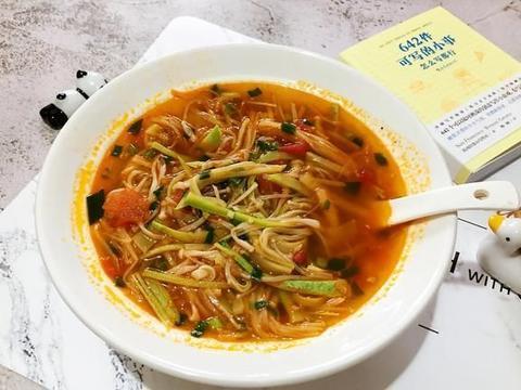 金针菇和这菜绝配,5分钟煮一锅,汤汁鲜美浓郁,多吃还不怕胖