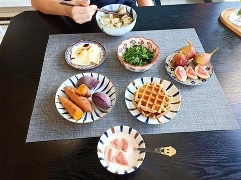 1位好妈妈走红,天天早餐1大桌,网友:比酒店还丰盛,会养生