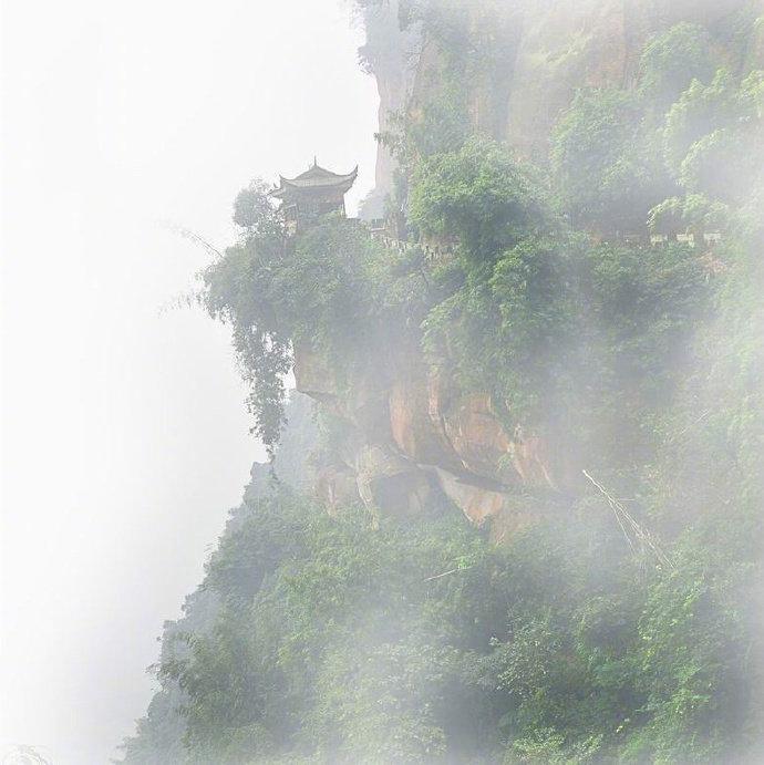 自到仙山不知老,凡间唤作几千年 ……