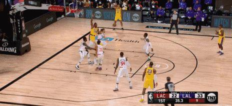 """NBA""""要球哥""""诞生!库兹马让维特斯无法,此前与詹姆斯一幕重演"""