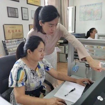"""优秀共产党员李颖慧:当好服务群众的""""总客服"""""""