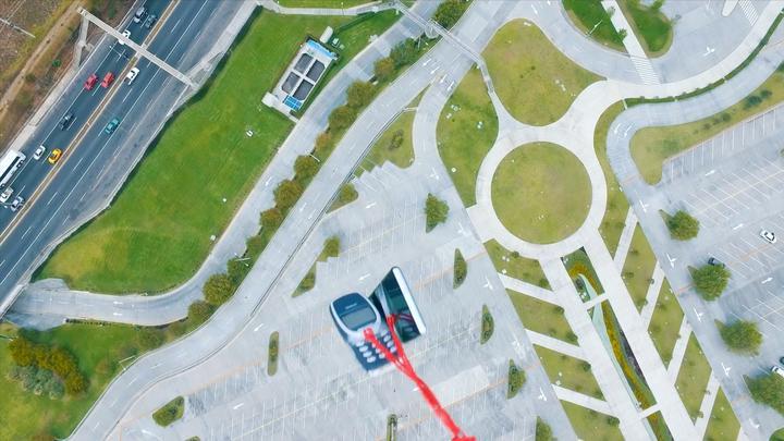 诺基亚神机和三星S10同时从300米高空掉落,哪个摔得更惨?