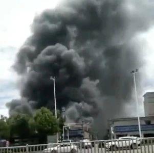 紧急插播!福州仓山一厂房突然起火,消防员紧急出动!