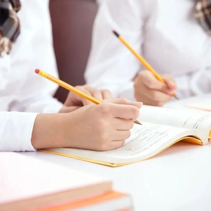 """【辟谣】 """"教育部推荐、新课标指定书目""""?教育部:当心,都是假的!"""