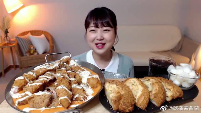 """韩国ASMR吃播:""""香辣奶油酱炸虾+芝士炸鸡排""""……"""