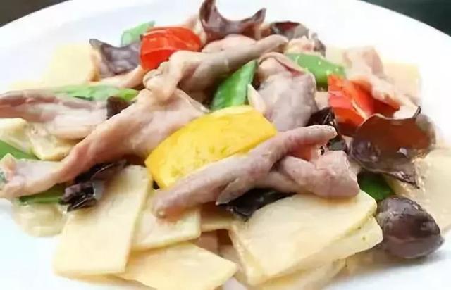 美食精选:开胃酸辣凉面、椰蓉红薯条、私人定制的热干面、炒肚片