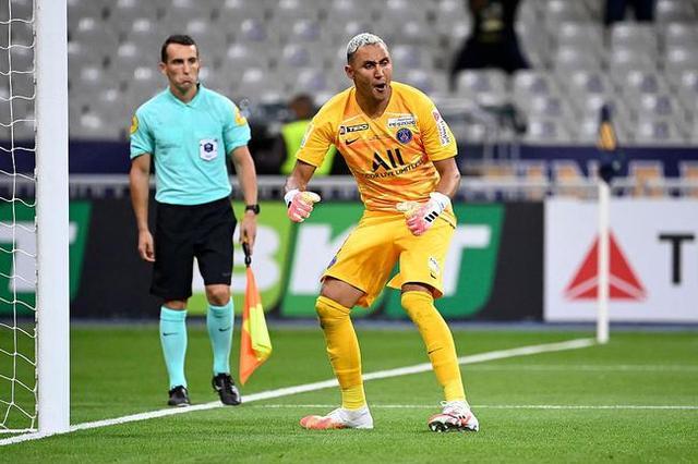 感谢皇马!大巴黎法联杯夺冠第一功臣,纳瓦斯点球大战扑点