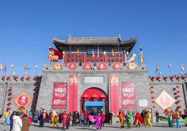 内蒙古竟也有一座古镇,耗资10亿建成,全部逛完竟需三天