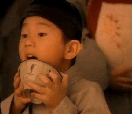 黑芝麻糊广告舔碗小男孩,长大后的模样不敢认,岁月真是把杀猪刀