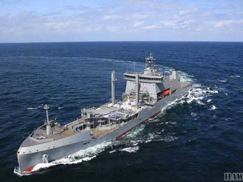 """新西兰""""长白云""""号补给油轮服役 韩国建造的世界第一艘环保军舰"""