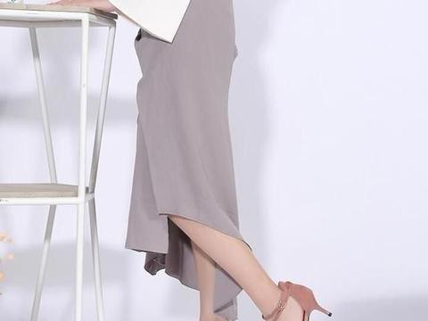 独特的绑带设计,性感迷人的细跟,为女性增添成熟魅力。
