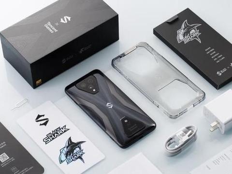 """游戏手机中的""""性能怪兽"""",价格仅3999元,安兔兔跑分却超66万"""