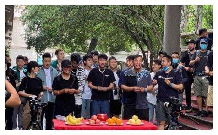 """严敏带着中国第一""""男团""""德云社来了,综艺节目叫《德云笑斗社》"""