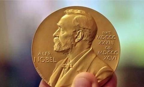 他大学挂科留级,42岁还是底层员工,43岁被告知:你得诺贝尔奖了