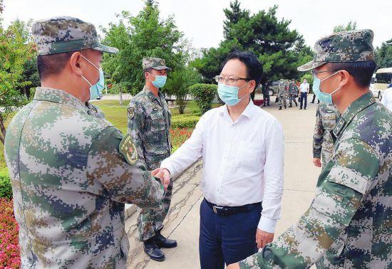 景俊海到陆军装甲兵学院士官学校某连走访慰问