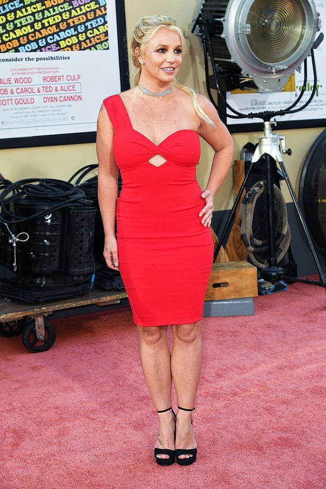 小甜甜布兰妮出道20年形象变化巨大,如今38岁的她看起来像48岁