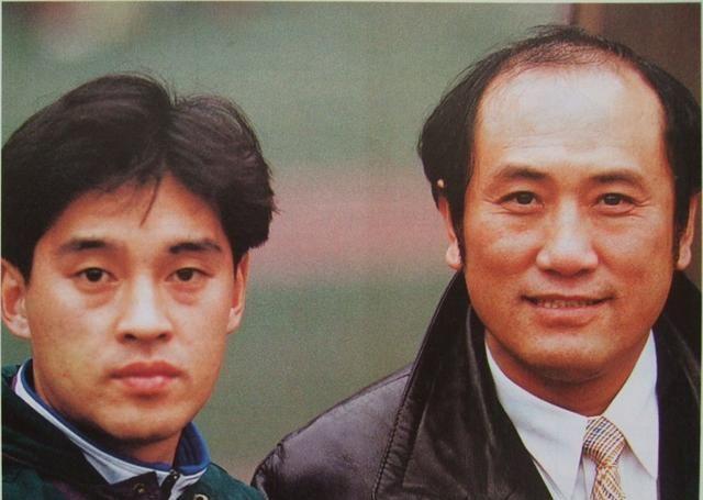 赵植萍足球文章:1995年甲A大连万达VS八一赛后,小王涛送大王涛