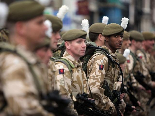 近百名英军新兵竟然集体成为非法移民,不主动走人或被直接遣返