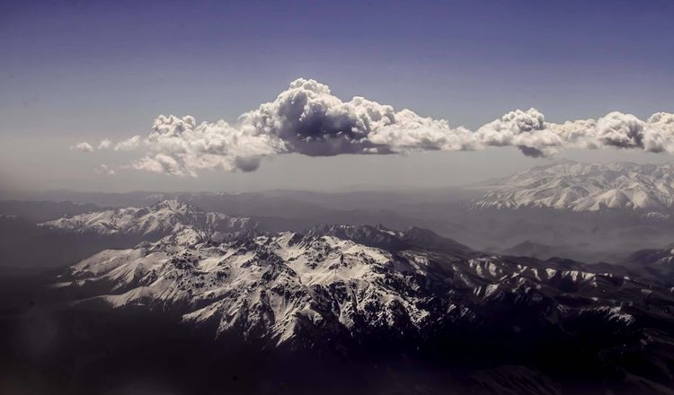 """""""仙山""""昆仑山发现一幅画,上面画着飞机的图案,神仙真的存在?"""