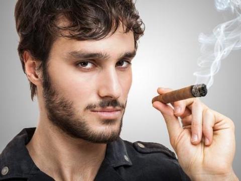 """长期抽烟的人,点烟前,谨记三个""""字"""",肺部伤害或会小一点"""