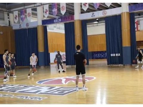 """辽宁男篮训练赛制定娱乐节目,刘志轩赢走""""巨额""""大奖"""