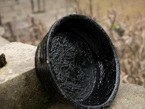 传统割漆人40年与有毒的漆树打交道,体内已经有了抵御毒素的抗体