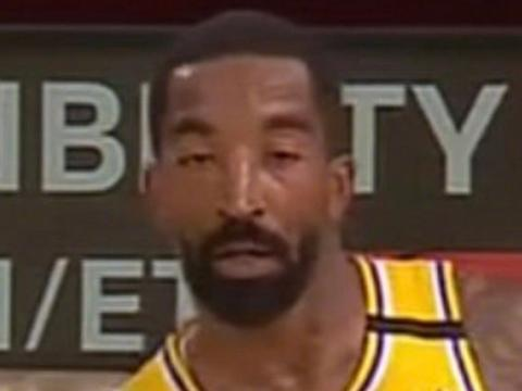 看困了?JR-史密斯再现睡眼惺忪表情包,出场8分钟1投0分1板1断