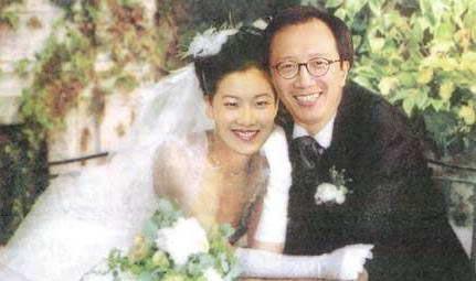 """""""财神爷""""梁锦松:2度恋人妻,娶小26岁伏明霞,又和其闺蜜暧昧"""