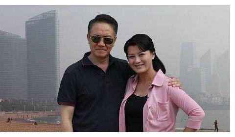"""""""假戏真做""""李幼斌,和女演员因戏生情,抛弃原配娶了小13岁娇妻"""