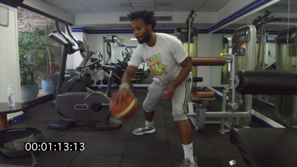 美国知名篮球训练师德文威廉姆斯教你控球训练……