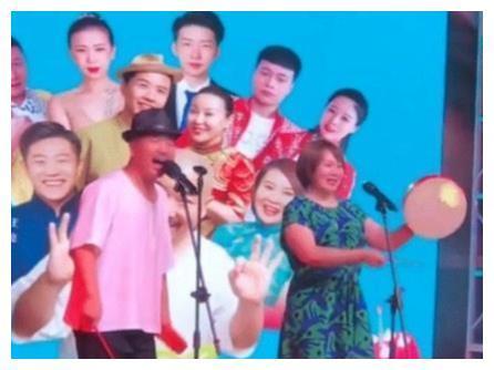 王小利组建王家班,赵本山前徒弟关小平鼎力支持,两人关系不一般