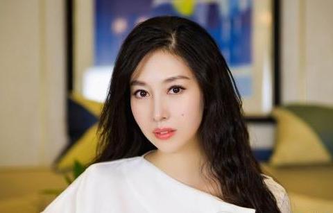 """她演50部戏都不火,后嫁给""""虚竹""""樊少皇,如今安心做家庭主妇"""