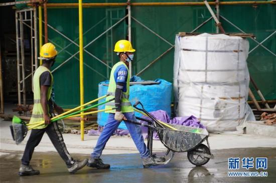 中国港湾科伦坡房建项目封顶