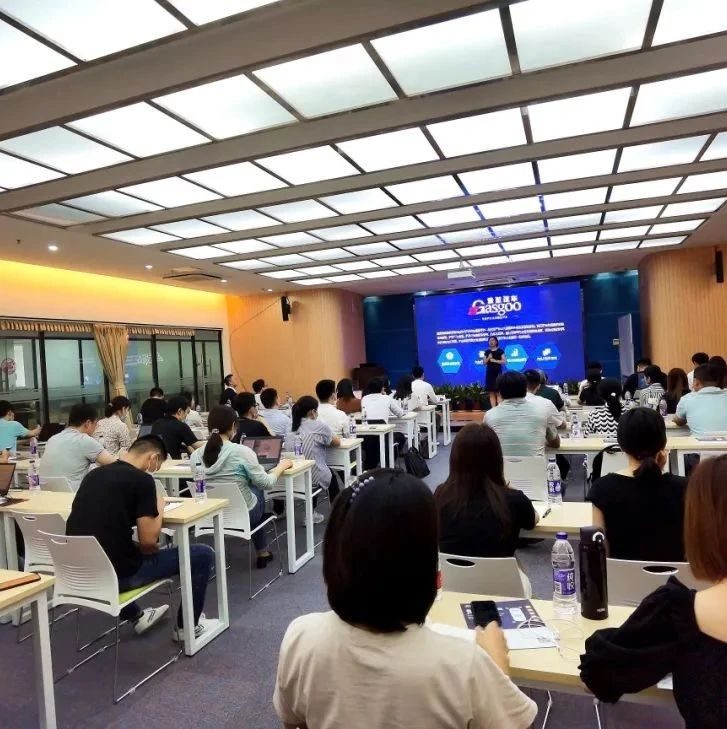 """""""全新视角看未来中国汽车市场与产业演化""""沙龙顺利举行"""