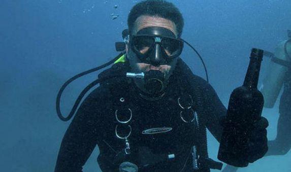 游客潜水发现两百年前佳酿,重金卖出后买家表示后悔
